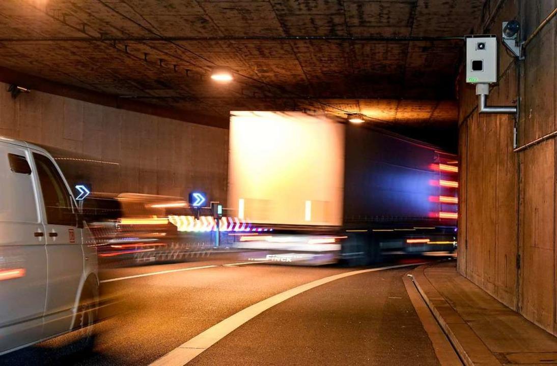 Blitzanlage vor der Kurve am Ausgang des B-31-Tunnels  | Foto: Thomas Kunz