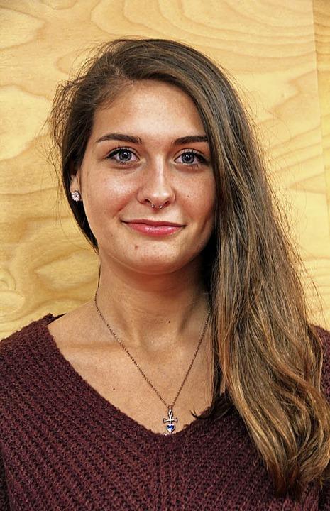 Sarah Hinnenberger – und die Vor...oberaum des Vereins- und Jugendhauses.  | Foto: Sabine Model