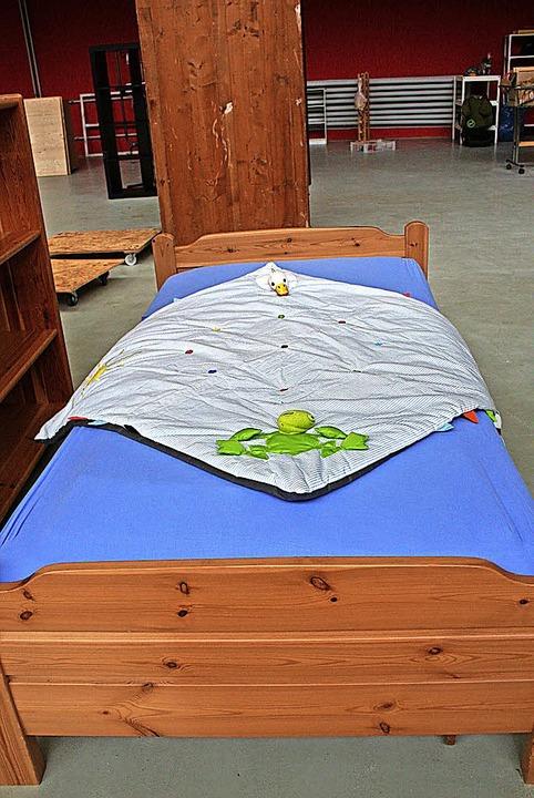 Die ersten Möbel sind bereits eingetroffen – wie dieses Bett.  | Foto: Marlies Jung-Knoblich