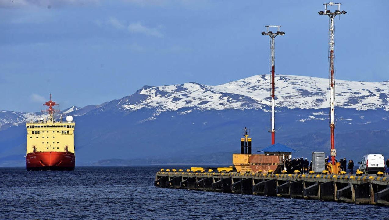 Von Ushuaia am Südzipfel Argentinien a...isbrecher ihren Weg in die Antarktis.   | Foto: dpa