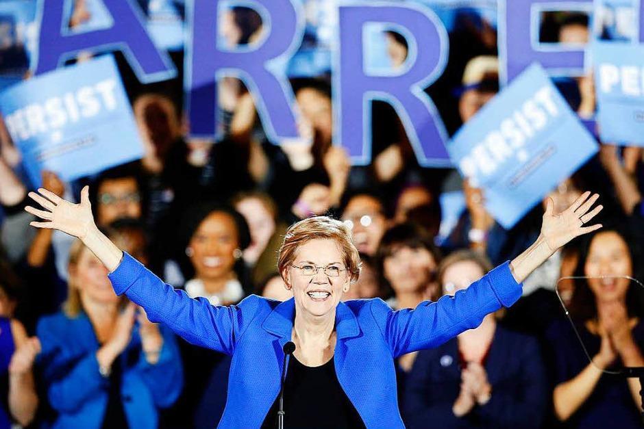 Elizabeth Warren, demokratische Senatorin und Kandidatin für die Demokraten in Massachusetts bei der Kongresswahl, jubelt während einer Siegesfeier. (Foto: dpa)