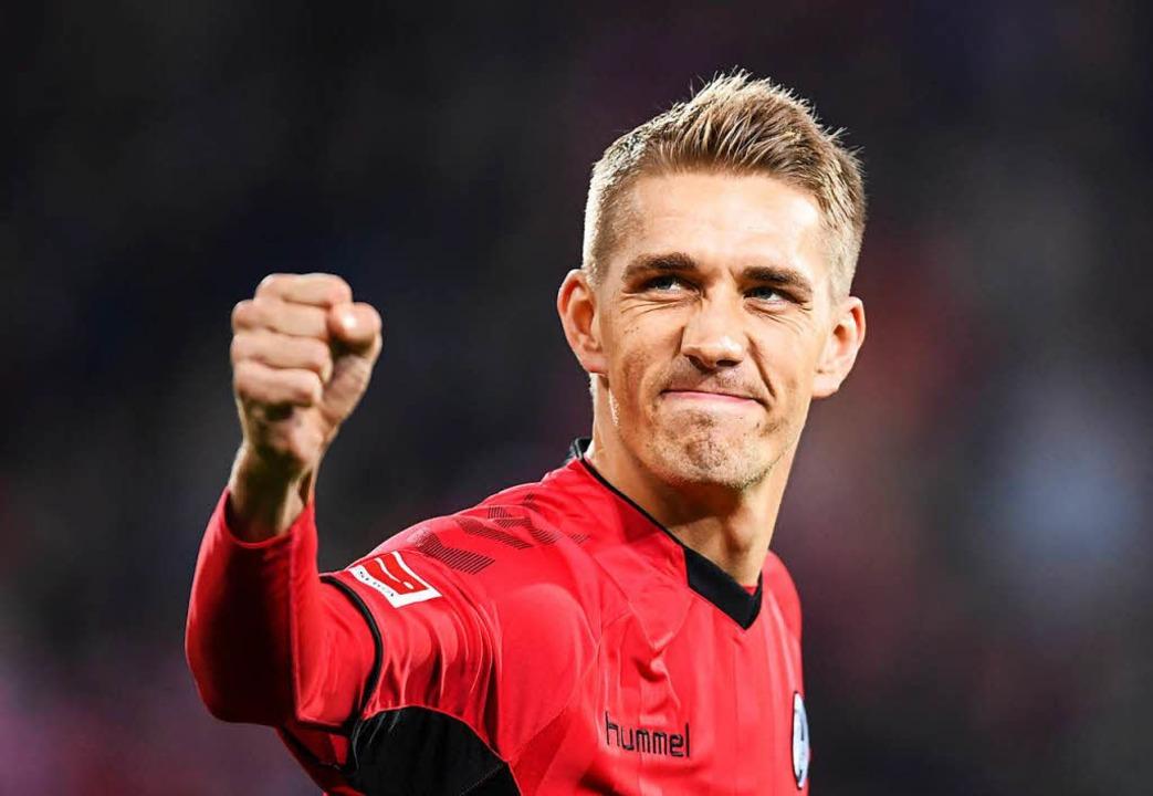 Nils Petersen von Freiburg bejubelt se...1:0-Treffer beim Spiel gegen Gladbach.  | Foto: dpa
