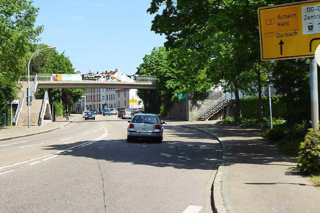 Der Tatort: die Fußgängerüberführung über die Freiburger Straße in Offenburg  | Foto: Helmut Seller