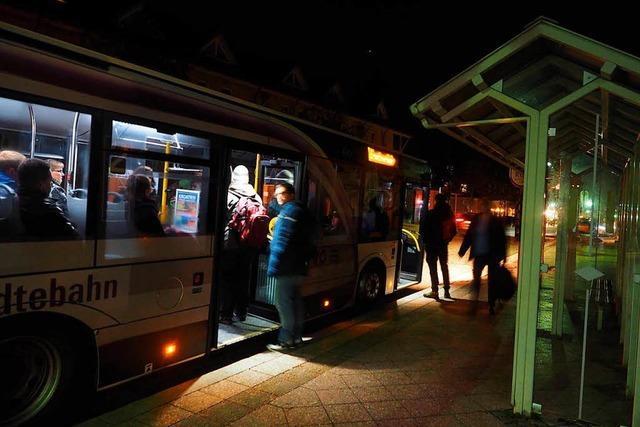Pendler ärgern sich über stockenden Schienenersatzverkehr im Höllental