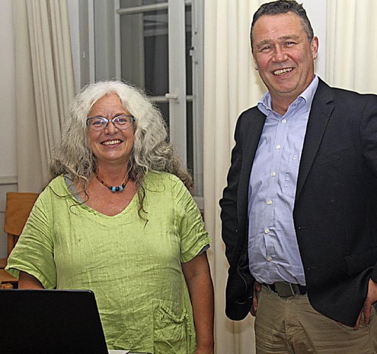 Maren Siegmann beleuchtete zum Auftakt...hilipp Schmid führte in den Abend ein.    Foto: Yvonne Siemann