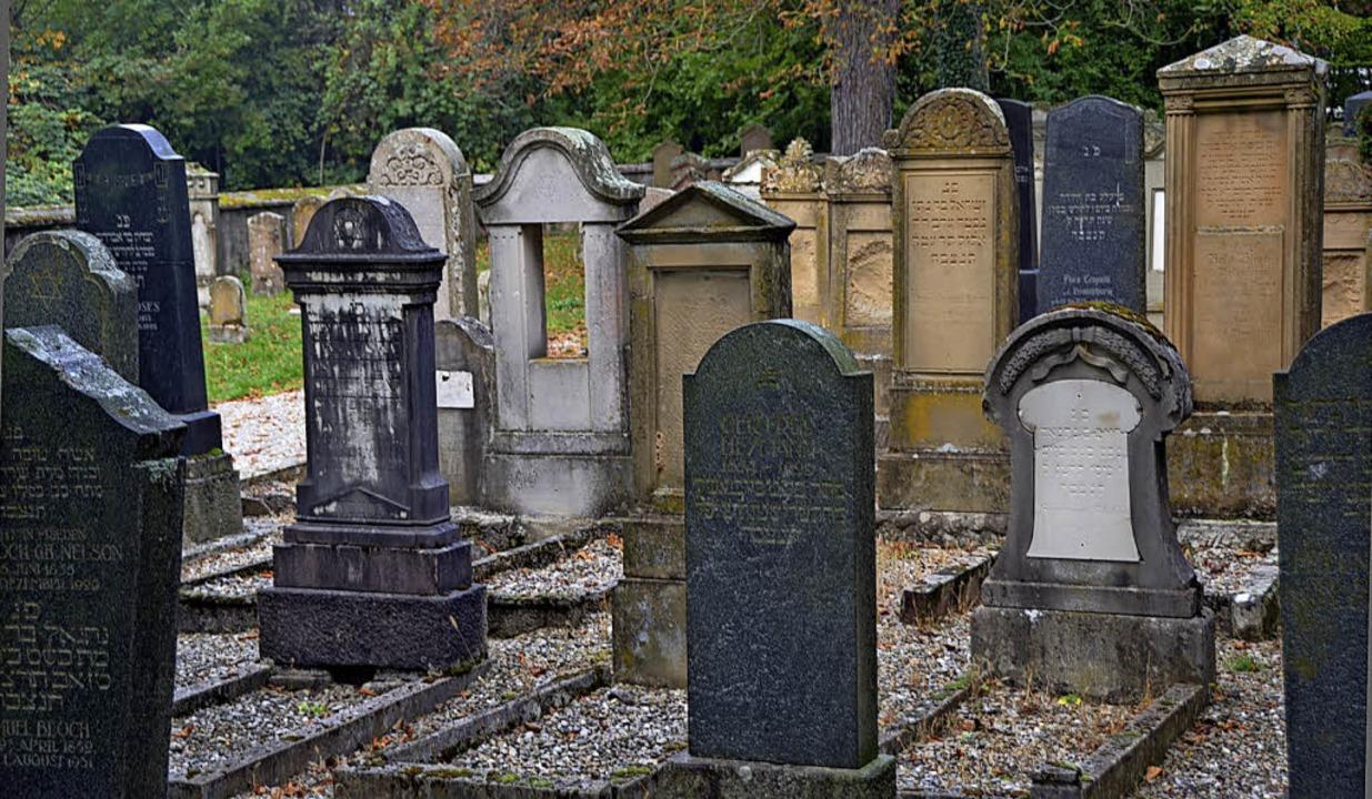 Aus dem Jahr 1865 stammt  der jüdische...r, 12 Uhr, über den Friedhof führen.      Foto: Langelott/Siemann