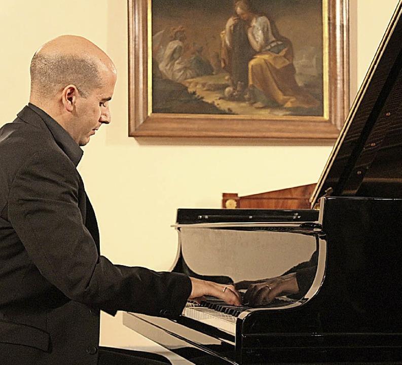 Alfonso Gómez verzückte die Konzertbesucher im Fürstensaal.   | Foto: Erich Krieger