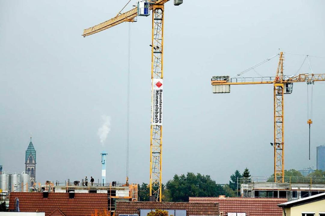In Freiburg wird derzeit in vielen Eck... werden. Der Bedarf an Wohnraum wächst  | Foto: Wolfgang Grabherr