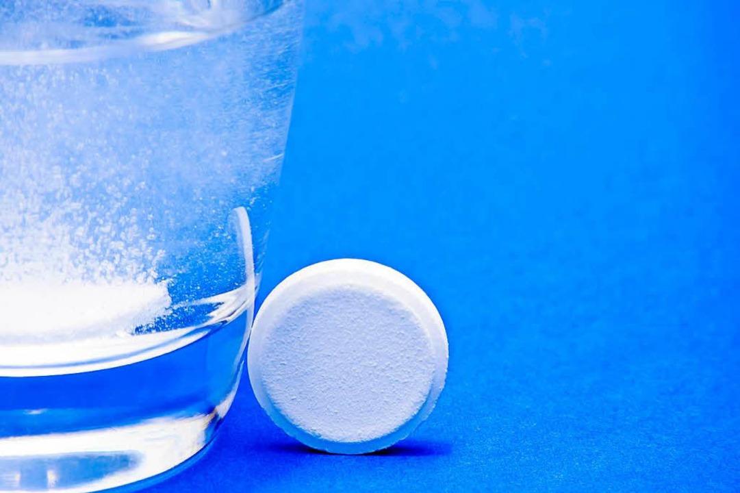 Vor allem in den USA beliebt als Vorsorge: eine Aspirintablette.  | Foto: Adobe