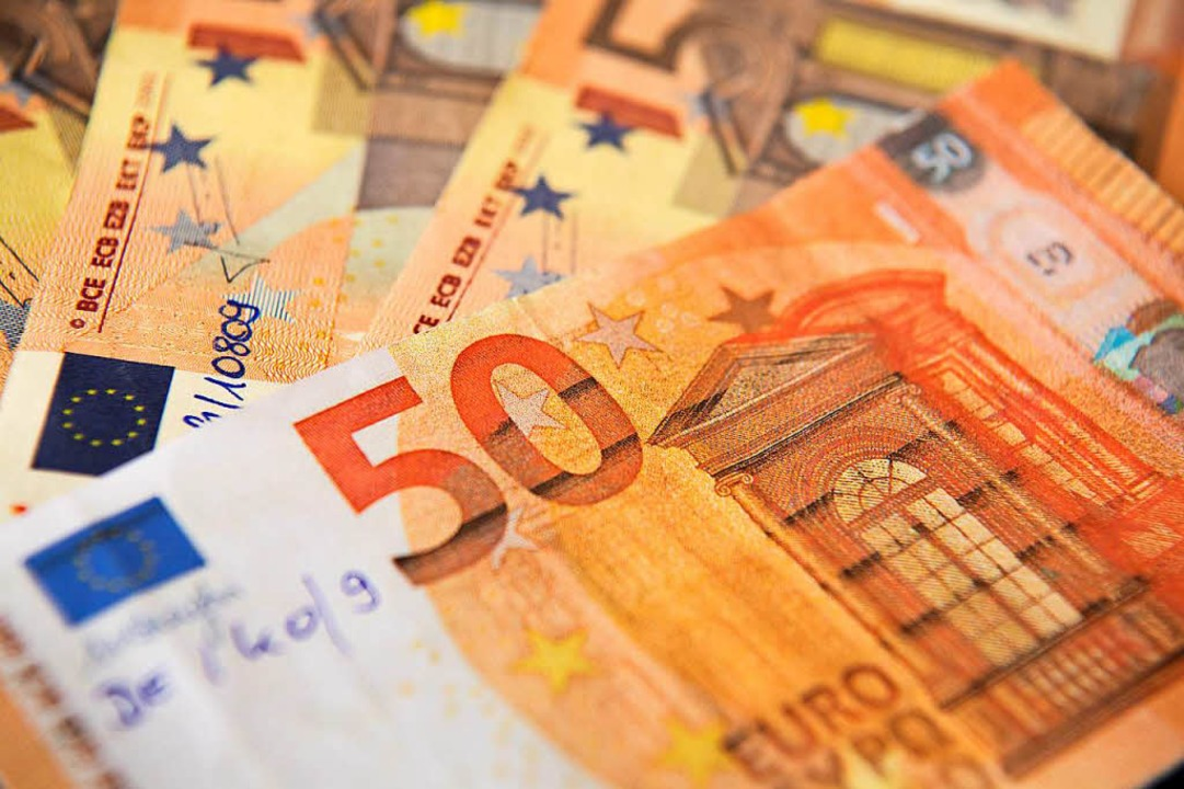 Falschgeld im Wert von 7000 Euro hatte der 18-Jährige sich im Darknet besorgt.  | Foto: dpa