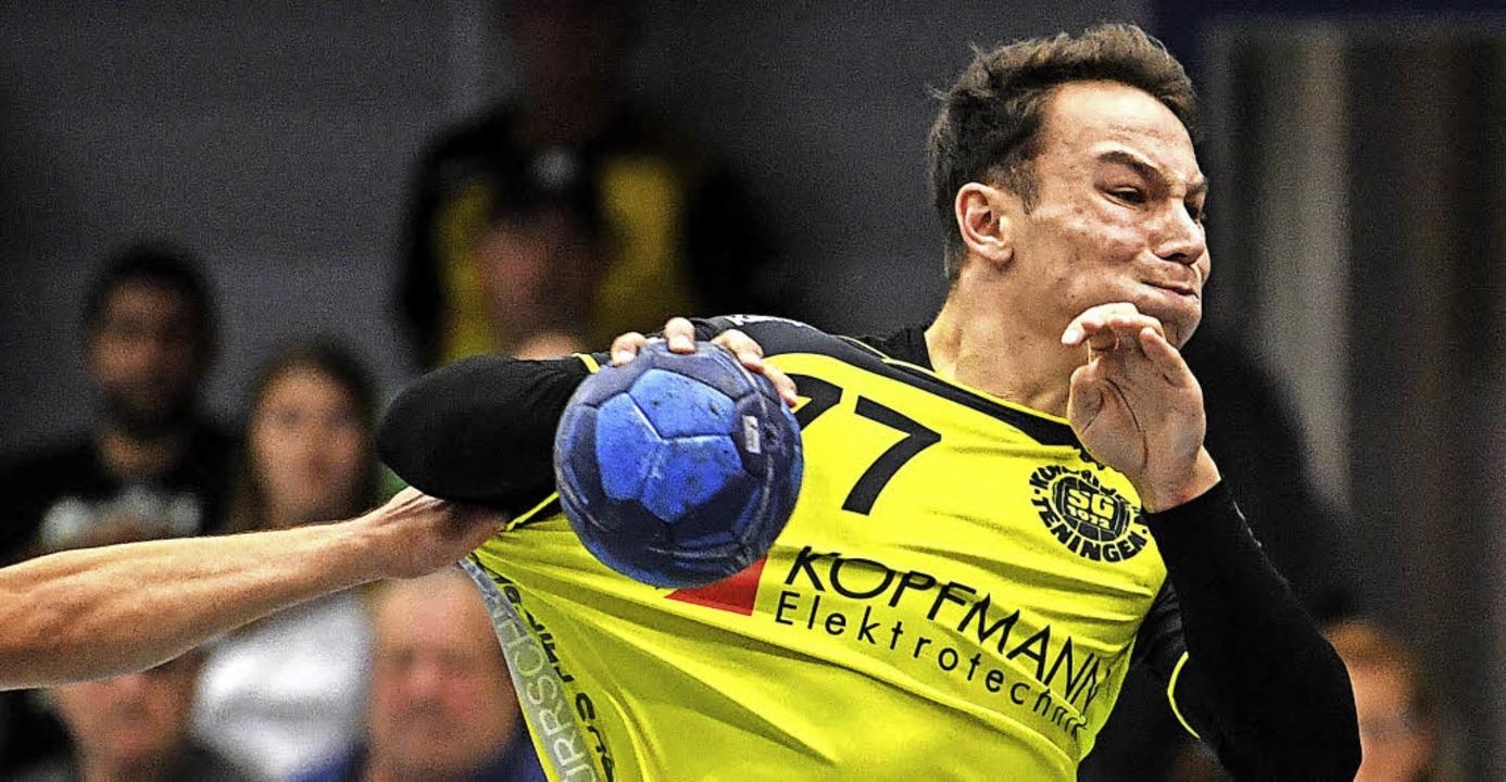Bisweilen unter Zugzwang: Jan-Philipp ...ückraumakteur der Teninger Handballer   | Foto: Seeger