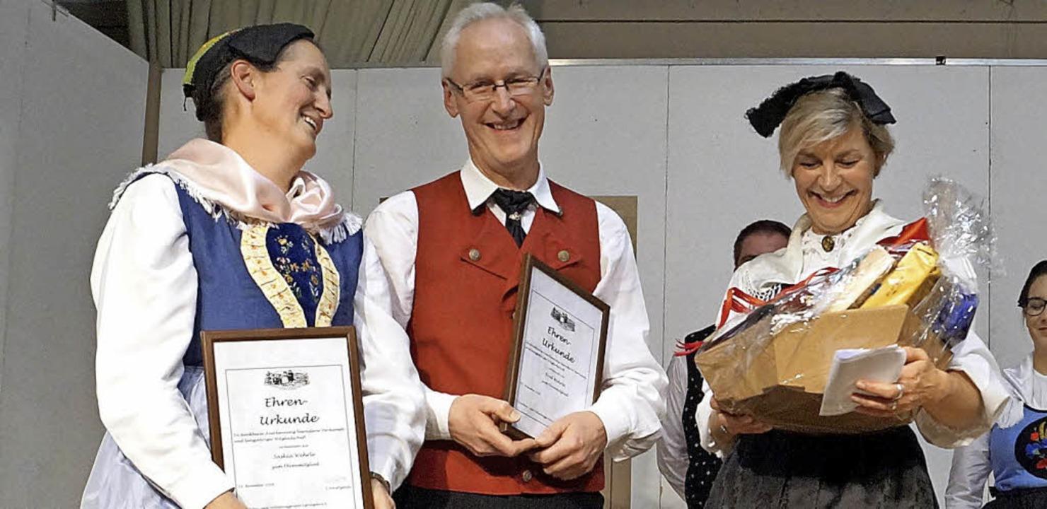 Saskia und Fred Wehrle wurden von Sonj...der Trachtengruppe Egringen  ernannt.   | Foto: Silke Hartenstein