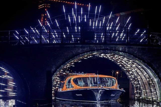 Erleben Sie ein Lichtspektakel in Amsterdam bei einem Kurzurlaub, inklusive zwei Übernachtungen und abendliche Grachtenfahrt!