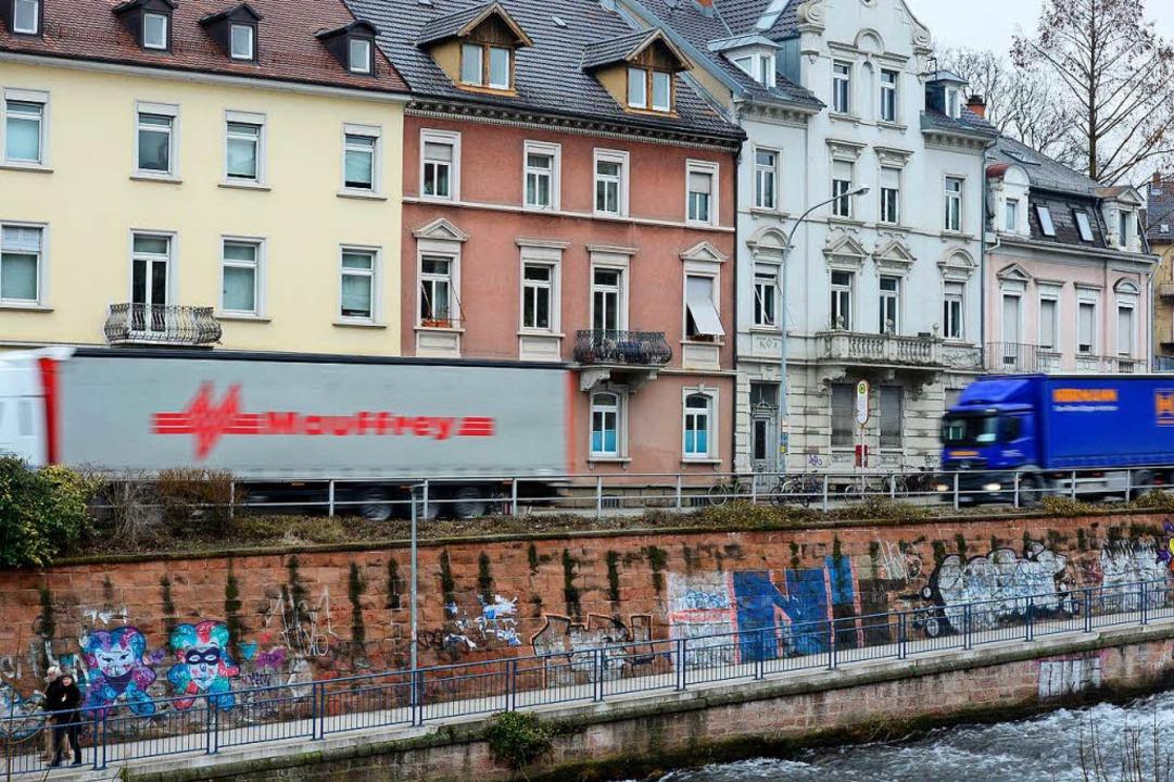 Die Reduktion auf Tempo 30 soll den Straßenlärm für die Anwohner reduzieren.  | Foto: Ingo Schneider