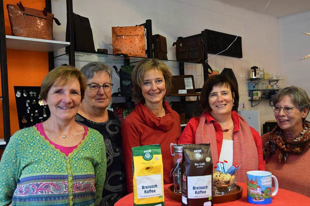 Bettina Ross (Mitte) und ihr Team vom ... verschiedenen Sorten angeboten wird.   | Foto: Kai Kricheldorff