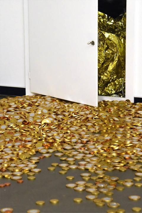 Geldfluss einmal anders interpretiert ...maligen  Raiffeisenbank in Denzlingen.  | Foto: Markus Zimmermann