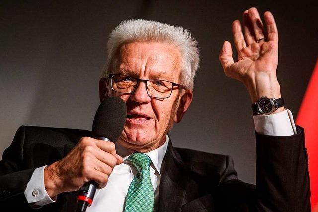 Kretschmann irritiert Grüne mit Vorstoß zu Flüchtlingsgruppen
