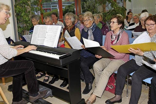 Applaus für Sänger und Dirigentin