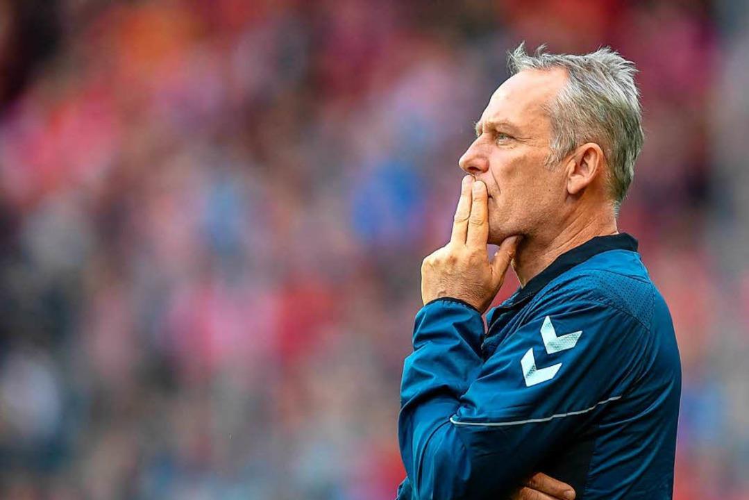 Das Spiel gegen Mainz hat SC-Coach Christian Streich nachdenklich gemacht.  | Foto: dpa/Keller