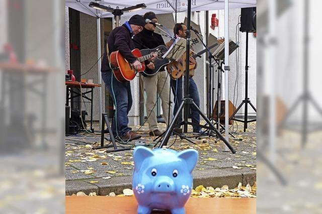 Das Spendenschwein wird gut gefüllt
