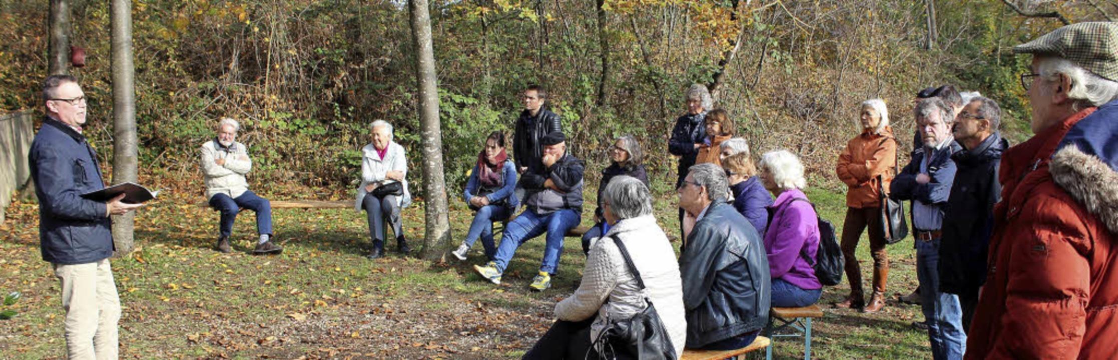 Vor rund 20 interessierten Besuchern r... Nazis über jüdische Bestattungsriten.  | Foto: REINHARD CREMER