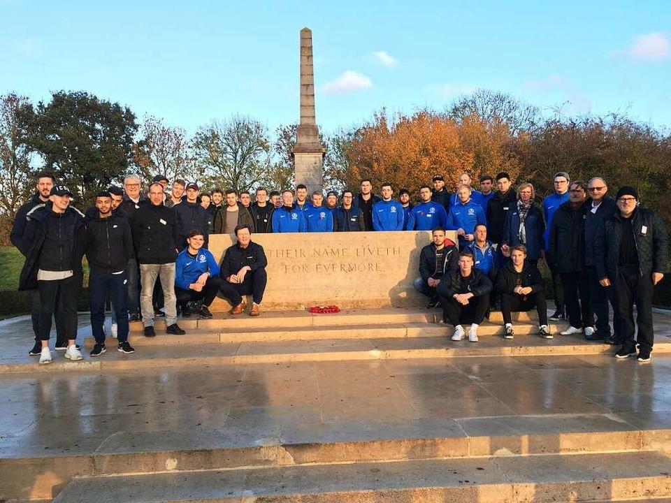 Die Delegation aus Emmendingen gedenkt...erns der Opfer des Ersten Weltkriegs.     Foto: Joshua Kocher