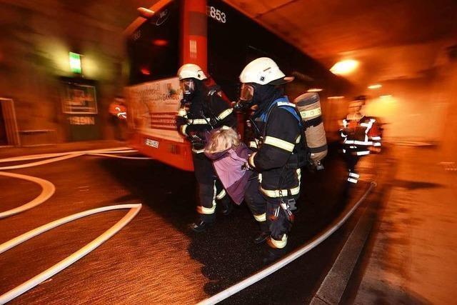 300 Einsatzkräfte proben Großeinsatz im Kappeler Tunnel