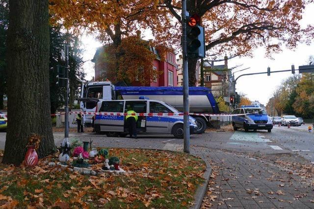 Radfahrer stirbt bei Abbiegeunfall mit Lastwagen in Offenburg