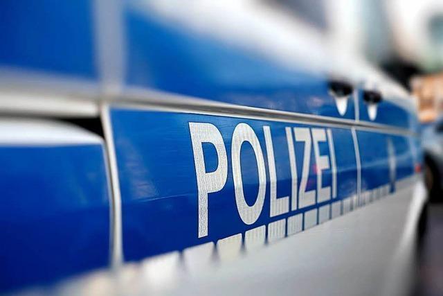 Unfallflucht in Stetten – Parkbank und Laterne beschädigt