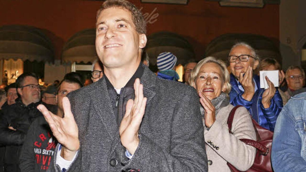 Tobias Metz hatte am Sonntagabend auf dem Marktplatz allen Grund zur Freude.   | Foto: Ruth Seitz