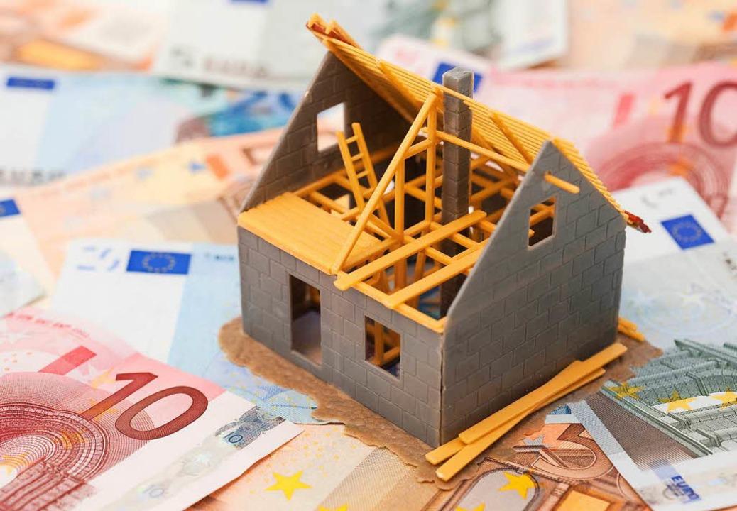 Ein Bausparvertrag gibt Zinssicherheit bei der Baufinanzierung.   | Foto: DPA