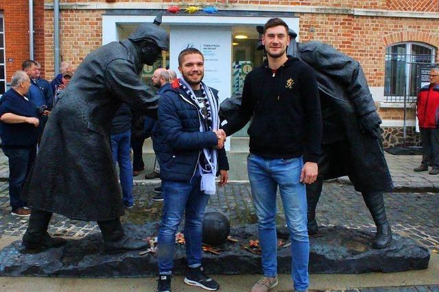 Wie sich deutsche und englische Fußballer beim Kriegsgedenken annähern