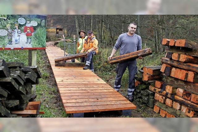 Der Holzpfad wird erneuert