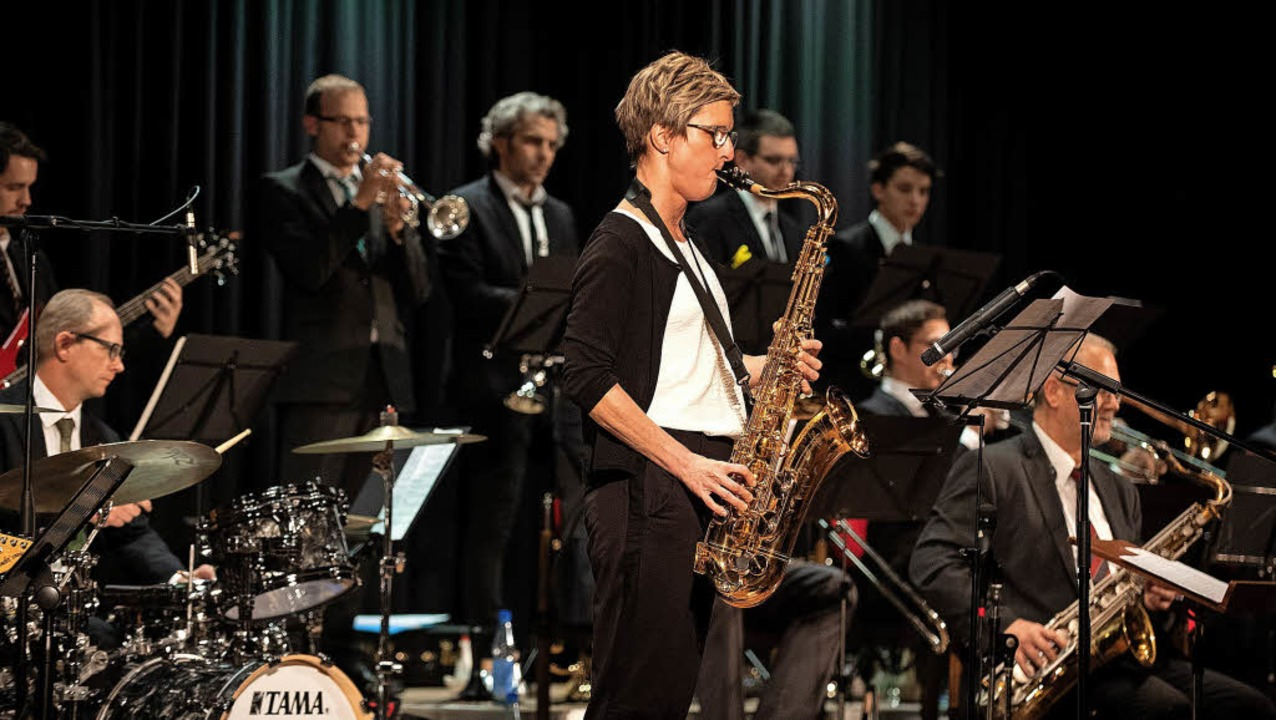 Das Konzert war gespickt mit vielen So... von Sonja Hofmeier am Tenorsaxophon.   | Foto: Wolfgang Scheu