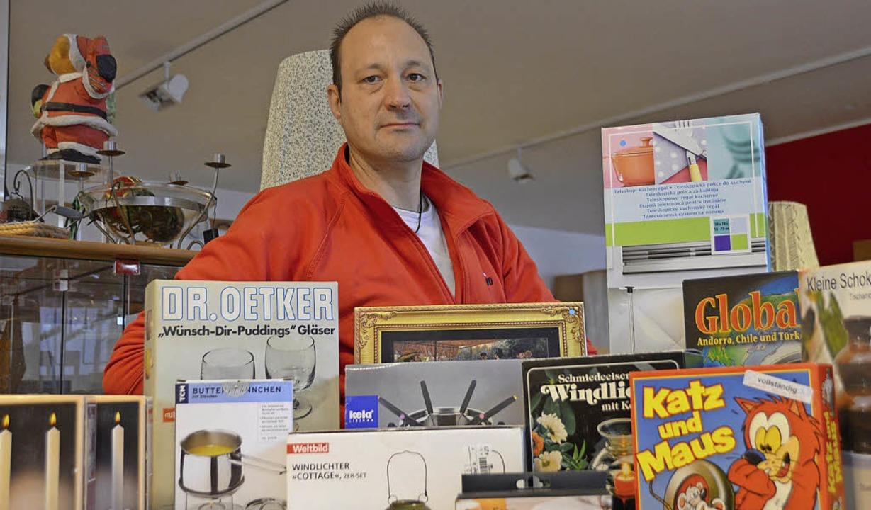 Michael Schmalzl mit ein paar Gewinnen für die Tombola  | Foto: Horatio Gollin