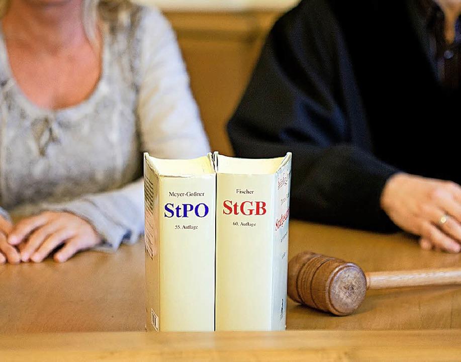 Schöffen entscheiden mit über die Schuld von Angeklagten.   | Foto: dpa