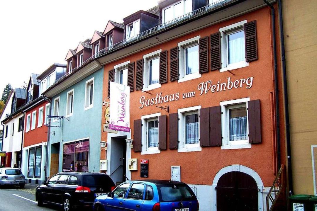 Flaute in der Hauptstraße: Das Gasthau...ein Friseur befand, steht zum Verkauf.  | Foto: Hans Sigmund