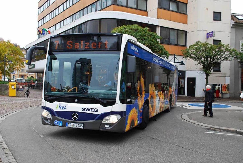 Der Stadtbus fährt noch mit herkömmlic...r soll ein Elektrobus getestet werden.  | Foto: Thomas Loisl Mink