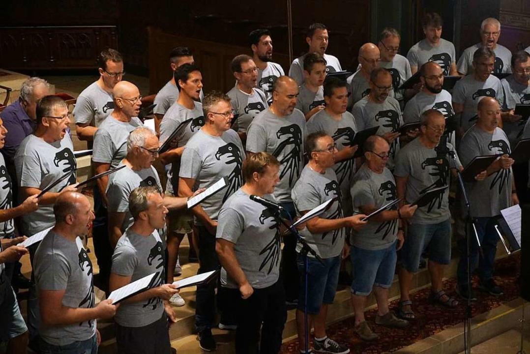 Dieses Foto der Tunseler Sänger entstand bei der Aufnahme in der Kirche.  | Foto: Stefanie Renz