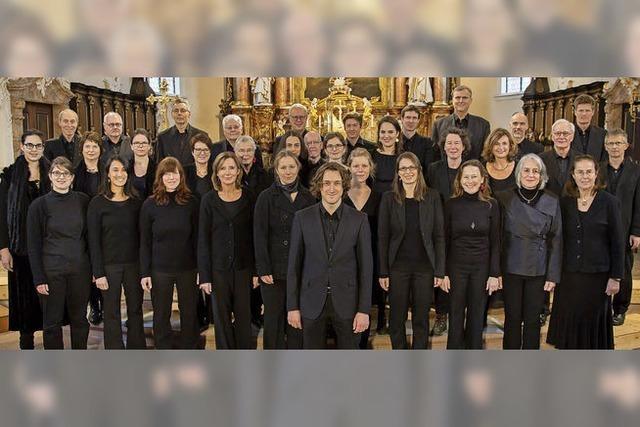 Lukas Grimms Freiburger Kammerchor interpretiert Leonard Bernsteins