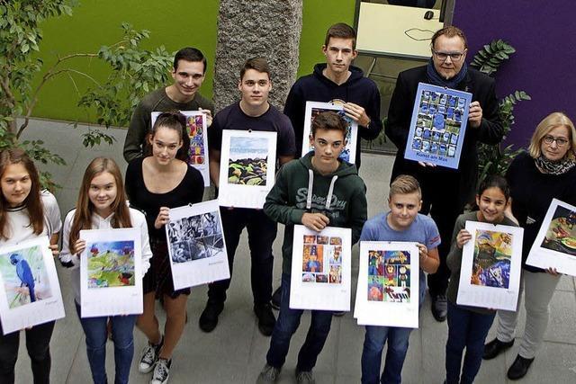 Bürgermeister erhält Kunstkalender