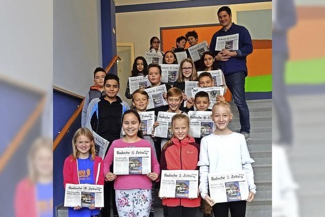 Schüler lernen Zeitung kennen