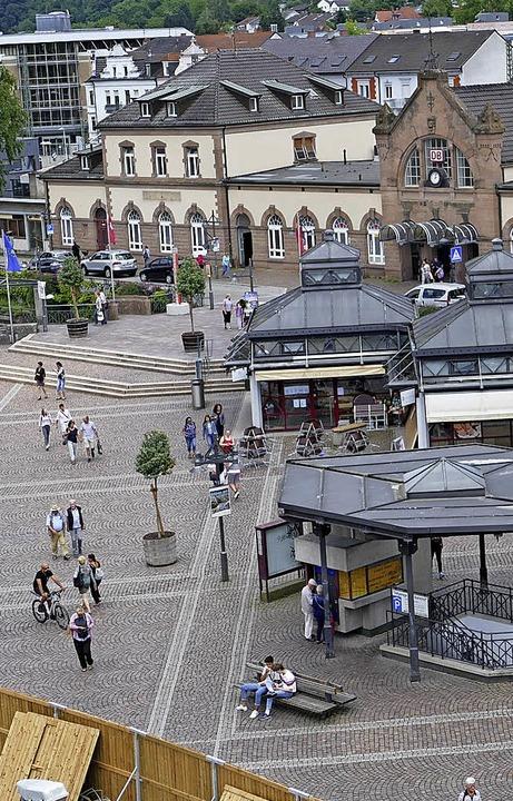 Der Bahnhofsplatz soll mehr Aufenthalt...erhalten. Vorschläge dafür gibt es.     | Foto: Peter Gerigk