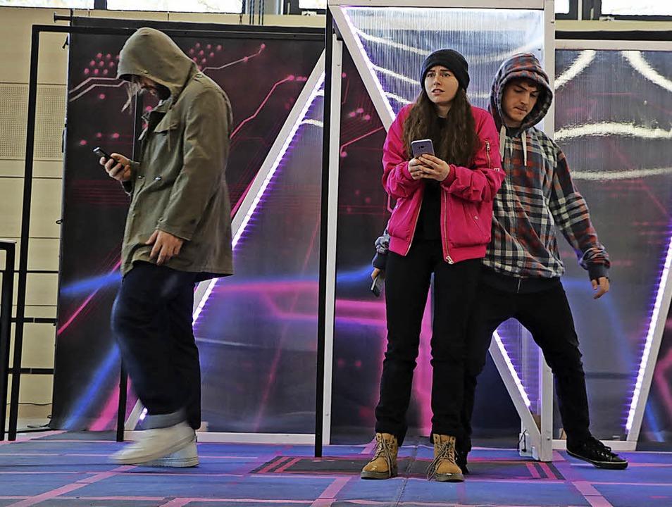 Die virtuelle Welt gerät zum gläsernen...d neuten Klassen des Bildungszentrums.  | Foto: Martha Weishaar