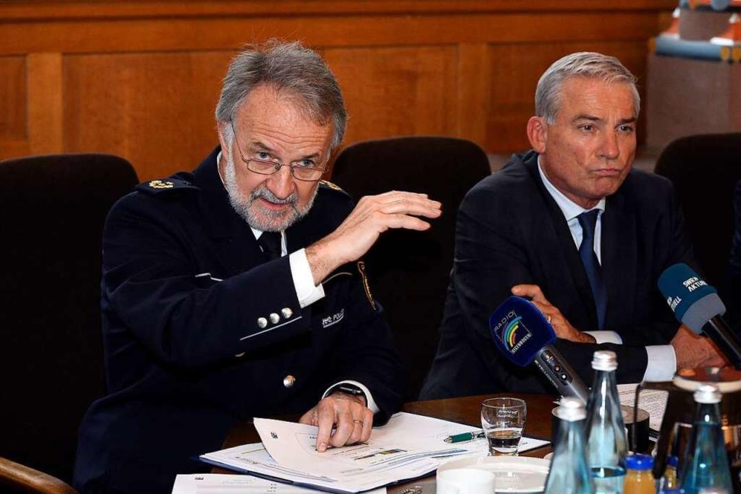 Polizeipräsident Bernhard Rotzinger und Innenminister Thomas Strobl.  | Foto: Thomas Kunz