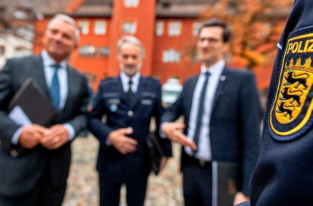 Thomas Strobl, Polizeipräsident Bernha...cherheitspartnerschaft mit Polizisten.  | Foto: dpa