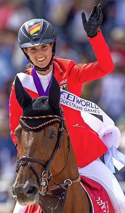 Simone Blum, die Weltmeisterin im Springreiten, mit Alice  | Foto: dpa