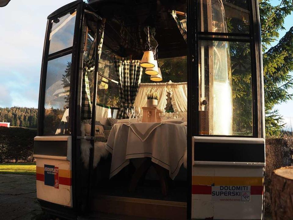 Die zum Restaurant umfunktionierte Gon...hrer in den Dolomiten den Berg hinauf.  | Foto: Susanne Gilg