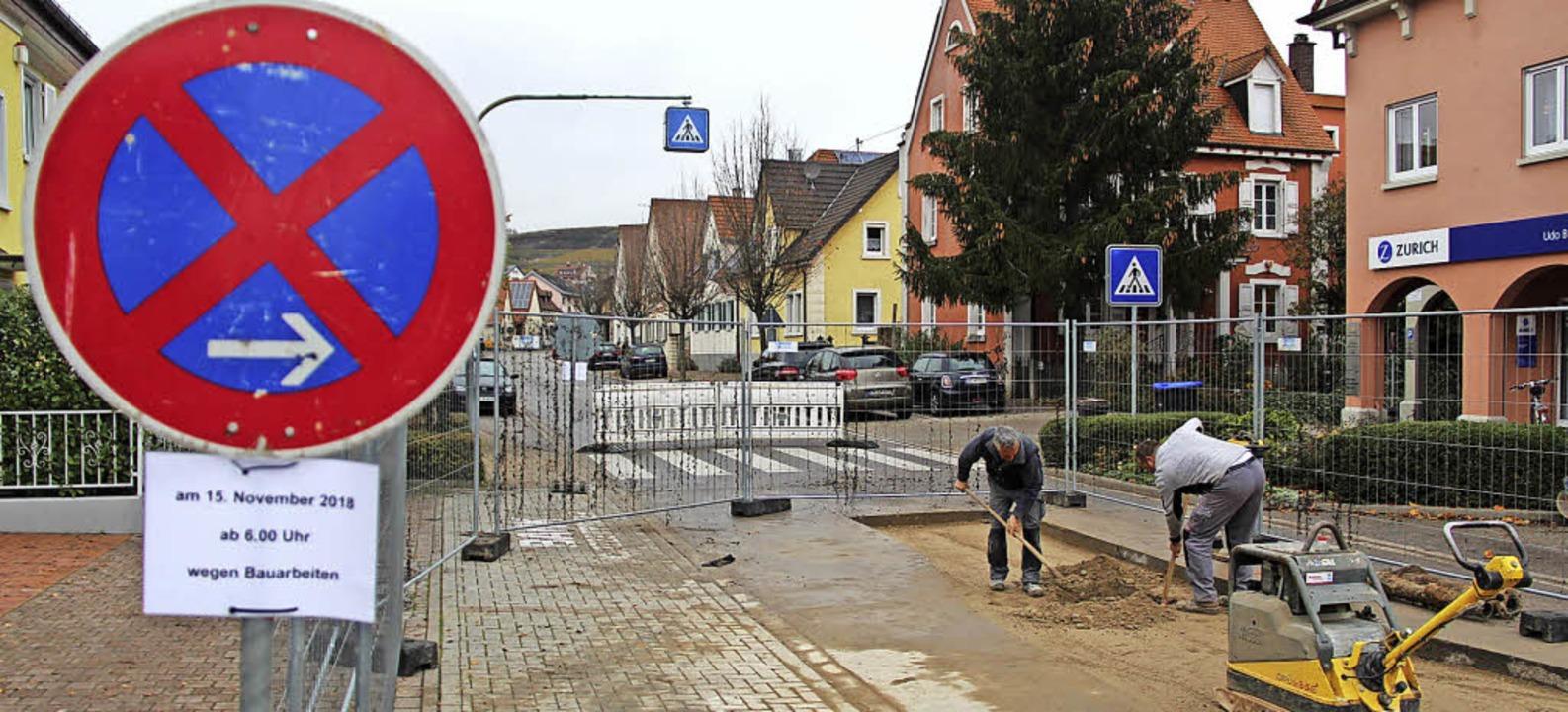 In der Gottenheimer Straße schließen B...s defekte Rohr der Wasserleitung lag.     Foto: Horst David
