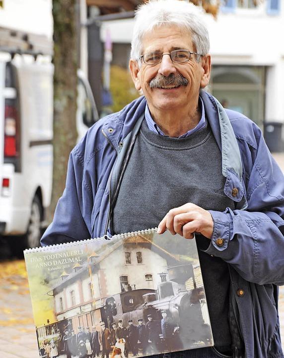 Rudolf Tscheulin aus Zell hat alte Fot...om Todtnauerli von Hand nachkoloriert.  | Foto: Nicolai Kapitz